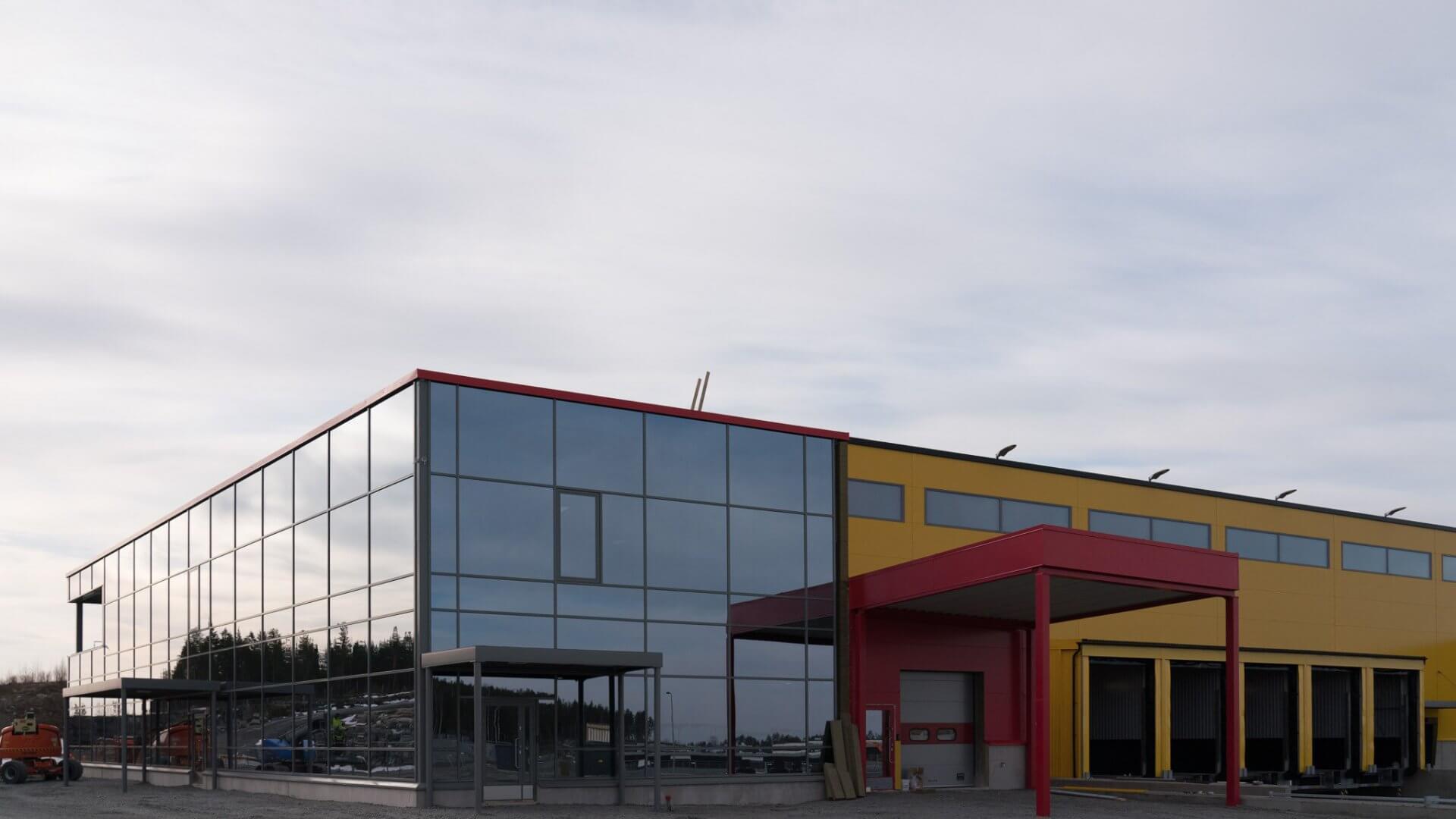 DHL:n jakelu- sekä logistiikkakeskus sekä toimistotilat Pirkkalaan 4