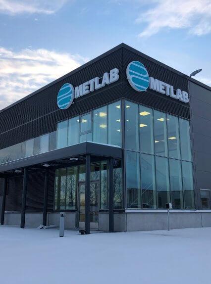 Metlabin uudet tuotanto- ja toimitilat Nuutisarankadulle Sarankulmaan
